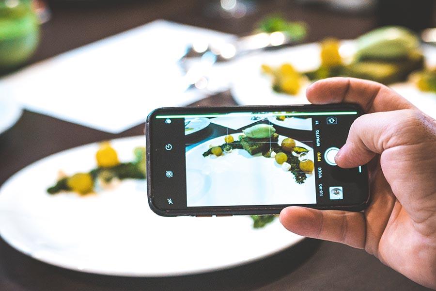 cellulare che fotografa ricetta